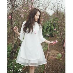 Áo dài cách tân cách điệu tay loe, phối chân váy